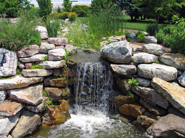 outdoor-water-fountains-des-moines-wa